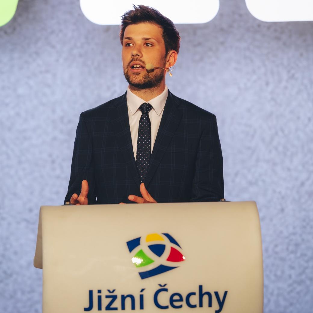 Moderátor Filip Horký